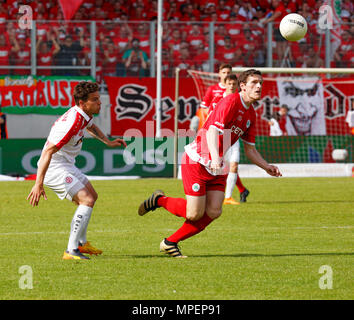 sports, football, Lower Rhine Cup, 2017/2018, final, Rot-Weiss Oberhausen vs Rot Weiss Essen 2:1, Stadium Niederrhein Oberhausen, scene of the match, Robert Flessers (RWO) right and Kevin Grund (RWE) - Stock Photo