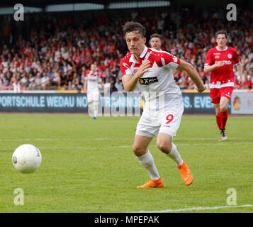 sports, football, Lower Rhine Cup, 2017/2018, final, Rot-Weiss Oberhausen vs Rot Weiss Essen 2:1, Stadium Niederrhein Oberhausen, scene of the match, Marcel Platzek (RWE) - Stock Photo