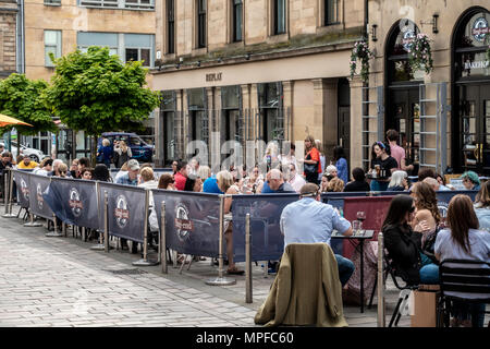 Large group of people in the outdoor seated area of the Singl-end Bakehouse & cafe, John St, Merchant City, Glasgow, Scotland, UK - Stock Photo