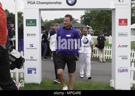 Wentworth, Surrey, UK., 23rd May, 2018  Tddy Sheringham arrives on the first tee at the BMW.PGA ProAM golf Championship. Credit: Motofoto/Alamy Live News - Stock Photo