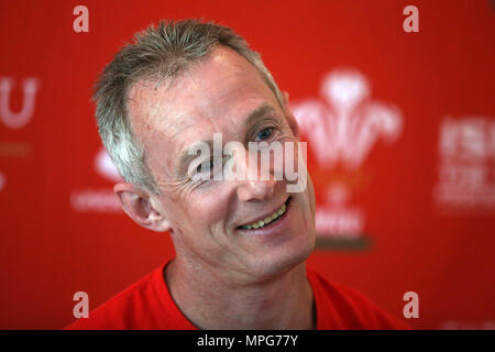 Hensol, UK. 23rd May 2018. Robert Howley, the Wales rugby team assistant coach talks to the press during Wales rugby team media access at the Vale Resort Hotel in Hensol, near Cardiff , South Wales on Wednesday 23rd May 2018.  the team are preparing for their Summer tour 2018, playing matches against South Africa and Argentina, the first match is against South Africa in Washington DC, USA in early June.   pic by Andrew Orchard/Alamy Live News - Stock Photo
