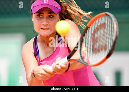 Paris. 23rd May, 2018. Gabriella Taylor of Britain returns the ball to Lu Jingjing of China during the women's singles Qualification 1st round match of French Open in Paris, France on May 23, 2018. Gabriella Taylor won 2-0. Credit: Chen Yichen/Xinhua/Alamy Live News - Stock Photo