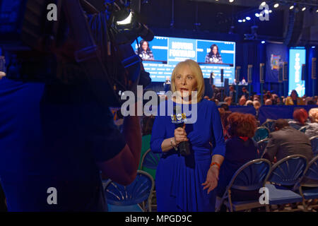 Hempstead, New York, USA. 23rd May, 2018. MARCIA KRAMER, WLNY 10/55 Political Reporter, tapes news segment with audience and stage in background during Day 1 of New York State Democratic Convention, held at Hofstra University on Long Island. Credit: Ann Parry/ZUMA Wire/Alamy Live News - Stock Photo