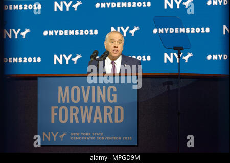 Hempstead, New York, USA. 23rd May, 2018. New York State Comptroller THOMAS P. DiNAPOLI speaks, accepting party nomination, during Day 1 of New York State Democratic Convention, held at Hofstra University on Long Island. MOVING FORWARD slogan is on poster. Credit: Ann Parry/ZUMA Wire/Alamy Live News - Stock Photo