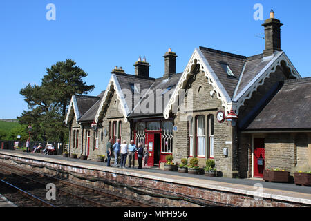 View of people on the southbound platform of Kirkby Stephen railway station in Cumbria, England on the Settle to Carlisle railway line. - Stock Photo
