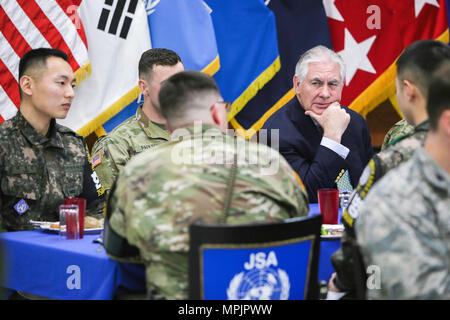 U.S. Secretary of State Rex Tillerson visits service members at the Camp Bonifas dining facility, Mar. 17, 2017. Secretary Tillerson made visited the United Nations Command Security Battalion-Joint Security Area(UNCSB-JSA) during a visit to South Korea. U.S. Army photo by SFC Sean K. Harp - Stock Photo
