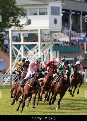 Runners and Riders round the first bend during The Seadell Chalets of Hemsby Handicap Stakes at Yarmouth Racecourse. - Stock Photo
