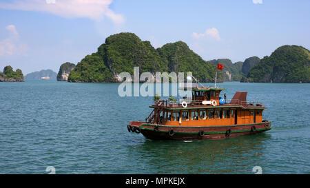 Junk boat in Halong Bay, Vietnam - Stock Photo