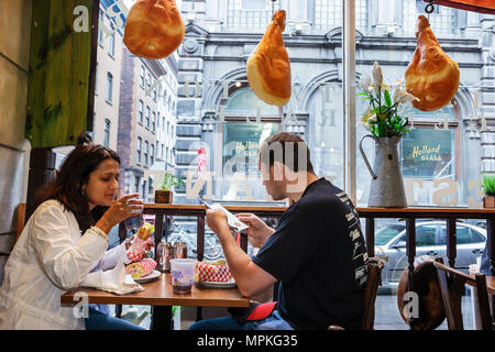 Montreal Canada Vieux Montreal rue Saint Paul Marche de La Villette restaurant couple eating dining window - Stock Photo
