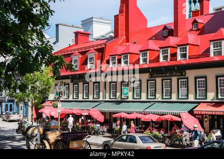 Quebec City Canada Upper Town Rue Sainte Anne Le Relais De La Place D'armes restaurant horse drawn tour carriage - Stock Photo