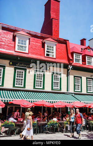 Quebec City Canada Upper Town Rue Sainte Anne Le Relais De La Place D'armes restaurant alfresco dining couples - Stock Photo