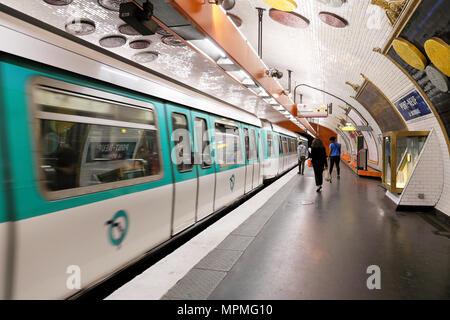 Passengers and underground train on the platform at Pont-Neuf metro station in Paris France Europe  KATHY DEWITT - Stock Photo