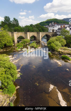 The Dee bridge in Llangollen one of the Seven Wonders of Wales built in 16th century it is the main crossing point over the River Dee or Afon Dyfrdwy  - Stock Photo