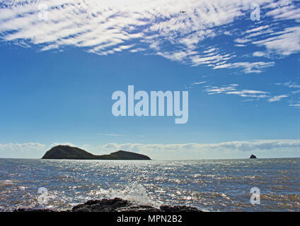 Palm Cove view of the islands - Stock Photo