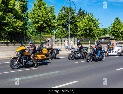 Berlin Mitte, Motor bikesr departing after Bikers for Germany rally.      Hundreds of Bikers protest at the Brandenburg Gate for protection of Women,  - Stock Photo