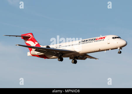 QantasLink Boeing 717-2BL aircraft VH-YQV on approach to Melbourne International Airport. - Stock Photo
