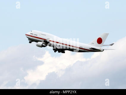 Tokyo, Japan. 24th May, 2018. Japan's government plane carrying Prime Minister Shinzo Abe and his wife Akie leaves the Tokyo International Airport to Russia on Thursday, May 24, 2018. Abe will have meeting with Russian President Vladimir Putin. Credit: Yoshio Tsunoda/AFLO/Alamy Live News - Stock Photo