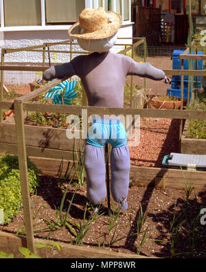 Glasgow, Scotland, UK 24th May.UK Weather: Sunshine all the way along the forth and Clyde canal into Clydebank Hot enough to put a sun hat on the scarecrow.  Gerard Ferry/Alamy news - Stock Photo