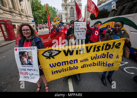 London, UK. 24 May, 2018. Protesters demonstrating outside Parliament during The Unite union's national day of action against the Governments all-in-one benefit, Universal Credit. David Rowe/Alamy Live News - Stock Photo
