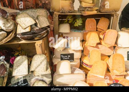 France, Paris, presentation of cheese shop - Stock Photo