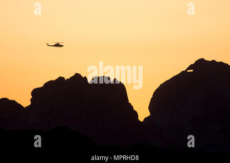 A U.S. Marine Corps AH-1Z Viper assigned to Marine Aviation Weapons and Tactics Squadron One (MAWTS-1) prepares to engage targets during offensive air support exercise (OAS) 5 in support of Weapons and Tactics Instructor course (WTI) 2-17 at Chocolate Mountain Aerial Gunnery Range, Ariz., April 11, 2017. OAS is designed to focus on the integration of all air combat element aviation assets with a developed ground scheme of maneuver to conduct close air support. WTI is a seven-week training event hosted by MAWTS-1 cadre, which emphasizes operational integration of the six functions of Marine Cor - Stock Photo
