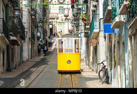 Portugal, Lisbon, Bairro Alto, Elevador da Bica, yellow cable railways - Stock Photo