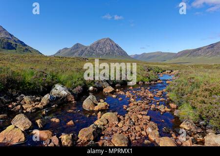 United Kingdom, Scotland, Highland, Glencoe, Glen Etive, Buachaille Etive Mor, Coupal river with red rocks - Stock Photo