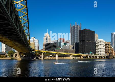 City skyline and Fort Pitt Bridge, Pittsburgh, Pennsylvania, USA. - Stock Photo