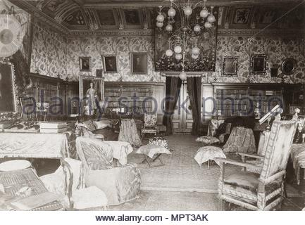 The hall with the Wagner library in the house Wahnfried in Bayreuth, c. 1900. - Stock Photo
