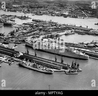 RMS 'Queen Mary' in Ocean Dock, Southampton, Hampshire, 1946. Artist: Aerofilms. - Stock Photo