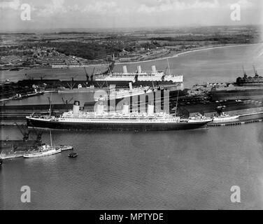 The RMS 'Olympic' in White Star dock 44, Southampton, Hampshire, 1933. Artist: Aerofilms. - Stock Photo