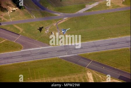 Last flying Vulcan bomber taking off from RAF Waddington, Lincolnshire, 2009. Artist: Dave MacLeod. - Stock Photo