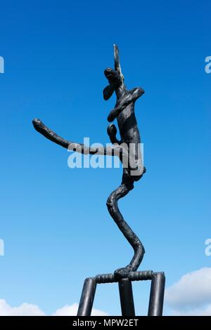'The Cricketer', sculpture by Barry Flanagan, Jesus College, Cambridge, Cambridgeshire, 2015. Artist: James O Davies. - Stock Photo