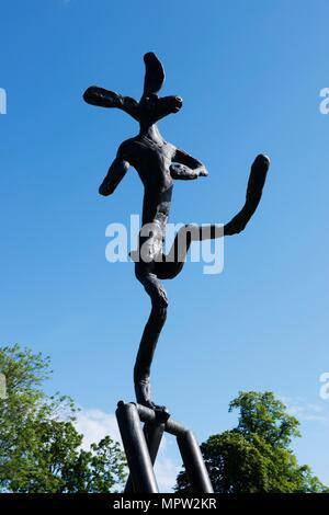 'The Cricketer', sculpture by Barry Flanagan, Jesus College, Cambridge, Cambridgeshire, 2015. Artist: James O Davies. - Stock Photo