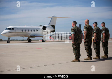 (From left to right) Sergeants Major John J. Elliot and Matthew A. Putnam, and Colonels Sean M. Salene and Daniel Q. Greenwood, stand at attention as Maj. Gen. Niel Nelson's plane taxis on Moron Air Base, Spain, April 16, 2017. Maj. Gen. Nelson, Commander of Marine Corps Forces Europe and Africa, arrived to attend the Special Purpose Marine Air-Ground Task Force-Crisis Response-Africa, transfer of authority ceremony the following day. (U.S. Marine Corps photo by Cpl. Jodson B. Graves) - Stock Photo