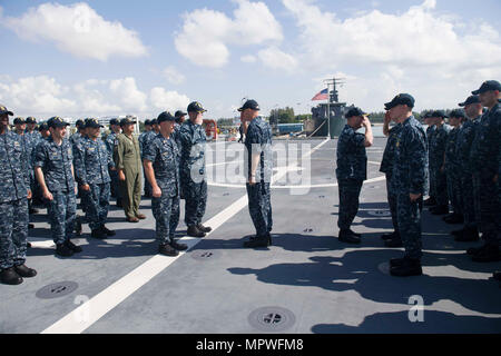 170415-N-PD309-084  CHANGI NAVAL BASE, Singapore (April 15, 2017) The Commanding Officers of LCS Crews 203 and 204 prepare to exchange command aboard littoral combat ship USS Coronado (LCS 4). Coronado is on a rotational deployment in U.S. 7th Fleet area of responsibility, patrolling the region's littorals and working hull-to-hull with partner navies to provide 7th Fleet with the flexible capabilities it needs now and in the future. (U.S. Navy photo by Mass Communication Specialist 3rd Class Deven Leigh Ellis/Released) - Stock Photo