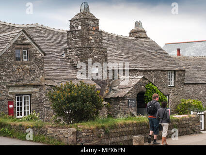The old post office at Tintagel in Cornwall, England, UK. The 14th century stone house was built to the plan of a medieval manor house. - Stock Photo
