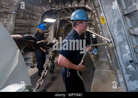 170427-N-PD309-023 CHANGI NAVAL BASE, Singapore (April 27, 2017) Sailors ready the anchor chain during a fast cruise aboard littoral combat ship USS Coronado (LCS 4). Coronado is on a rotational deployment in U.S. 7th Fleet area of responsibility, patrolling the region's littorals and working hull-to-hull with partner navies to provide 7th Fleet with the flexible capabilities it needs now and in the future. (U.S. Navy photo by Mass Communication Specialist 3rd Class Deven Leigh Ellis/Released) - Stock Photo