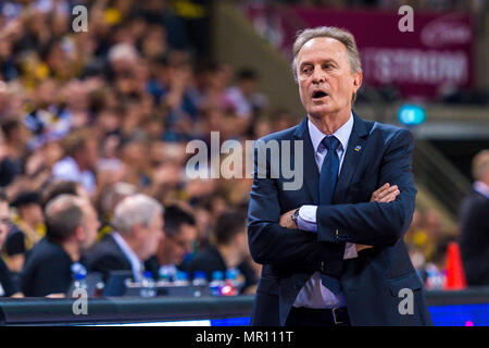 Ludwigsburg, Deutschland. 24th May, 2018. Ludwigsburg, Germany 24 May 2018: BBL Playoff Sp.2 - HF - MHP Giants Ludwigsburg vs. Germany. ALBA Berlin head coach Aito Garcia Reneses (Alba Berlin) | usage worldwide Credit: dpa/Alamy Live News - Stock Photo