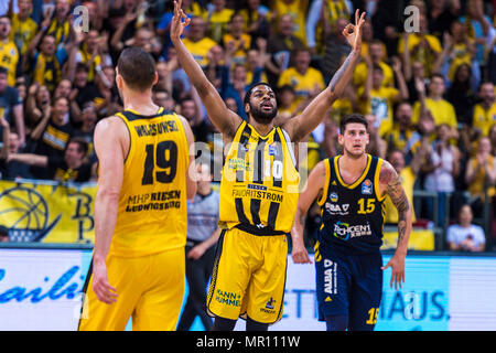 Ludwigsburg, Deutschland. 24th May, 2018. Ludwigsburg, Germany 24 May 2018: BBL Playoff Sp.2 - HF - MHP Giants Ludwigsburg vs. Germany. ALBA Berlin Adika Peter-McNeilly (Ludwigsburg) jubilation/joy/emotion | usage worldwide Credit: dpa/Alamy Live News - Stock Photo