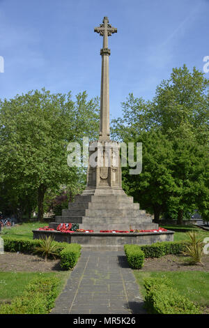 St Giles Memorial Garden outside St Giles Church, Oxford which stands at the intersection of Woodstock and Banbury Roads, Oxford - Stock Photo