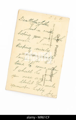 message to parents written on the back of a First World War hand embroidered silk postcard - see image MR61D4 for the front of the card - Stock Photo