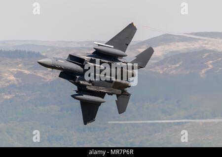 USAF F-15E Strike Eagle flying through the Mack Loop - Stock Photo