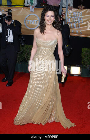 Catherine Zeta-Jones arriving at the  10TH ANNUAL SCREEN ACTORS GUILD AWARDS 2004  ' at the Shrine Auditorium in Los Angeles. February 22, 2004.Zeta-JonesCatherine063 Red Carpet Event, Vertical, USA, Film Industry, Celebrities,  Photography, Bestof, Arts Culture and Entertainment, Topix Celebrities fashion /  Vertical, Best of, Event in Hollywood Life - California,  Red Carpet and backstage, USA, Film Industry, Celebrities,  movie celebrities, TV celebrities, Music celebrities, Photography, Bestof, Arts Culture and Entertainment,  Topix, vertical, one person,, from the year , 2003, inquiry tsu - Stock Photo