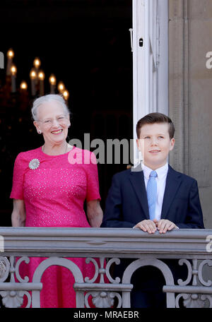 Copenhagen, Denmark. 26th May, 2018. Queen Margrethe and Prince Christian of Denmark at the balcony of Frederik VIII·s Palace, Amalienborg in Copenhagen, on May 26, 2018, on the occasion of Crown Prince Frederik of Denmark 50th birthday Credit: Albert Nieboer/Netherlands OUT/Point De Vue OUT - NO WIRE SERVICE - Credit: Albert Nieboer/RoyalPress/dpa - ATTENTION: editorial use only in connection with the latest coverage and only if the credit mentioned above is referenced in full/dpa/Alamy Live News Credit: dpa picture alliance/Alamy Live News - Stock Photo