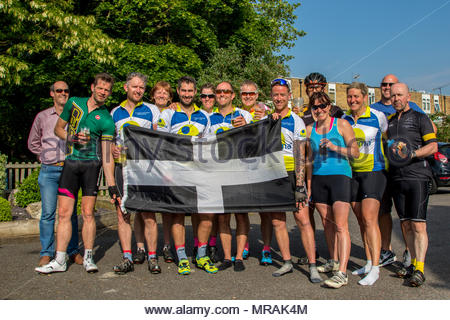 Hook, Hampshire, UK. 26th May 2018. Cancer patient and father of three Gareth Lancaster (40) and a team of cyclist from Cornwall are riding 240 miles of the Trafalgar Way from Launceston to Admiralty Arch, London to raise funds for Sarcoma UK. Over £13k has already been pledged. Despite major surgery last year in Birmingham Orthopaedic Hospital to remove a tumour and much of the front of his pelvis, Gareth's cancer has returned and he will require further surgery after the ride. Photo: The team and support drivers in Hook Credit: Images by Russell/Alamy Live News - Stock Photo