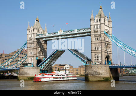 London, UK. 26th May 2018. Tower Bridge raised for Dixie Queen Paddlesteamer on the River Thames in London Credit: Paul Brown/Alamy Live News - Stock Photo