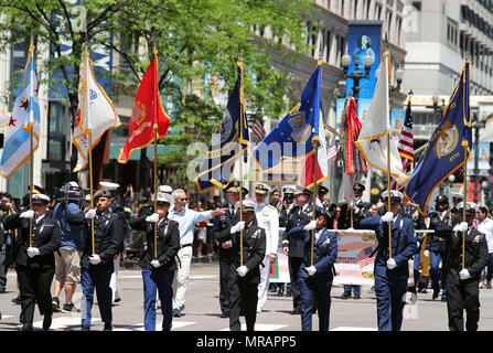 Chicago, USA. 26th May, 2018. Participants take part in the Memorial Day Parade in Chicago, the United States, on May 26, 2018. The Memorial Day is a federal holiday in the United States for remembering people who died in the country's armed forces. Credit: Wang Ping/Xinhua/Alamy Live News - Stock Photo