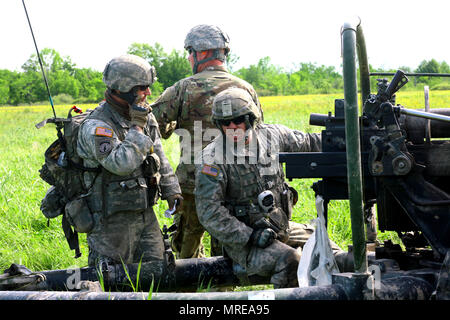 New York Army National Guard Soldiers assigned to Alpha Battery, 1st Battalion, 258th Artillery Regiment, 27th Infantry Brigade Combat Team prepares to fire an M119A2 105mm Howitzer during an air assault artillery raid at Fort Drum on June 9, 2017. During the raid, 4 of the battery's cannons were transported to a landing zone where they were then used to engage a simulated enemy target. (U.S. Army National Guard photo by Sgt. Alexander Rector) - Stock Photo