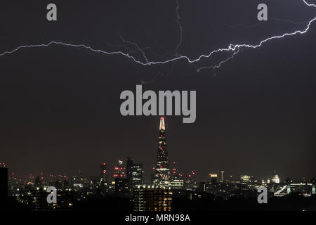 London, UK. 27th May, 2018. UK Weather: Lightning strike over The Shard skyscraper building. Thunderstorms swept across Britain Saturday night of the May Bank Holiday. © Guy Corbishley/Alamy Live News - Stock Photo